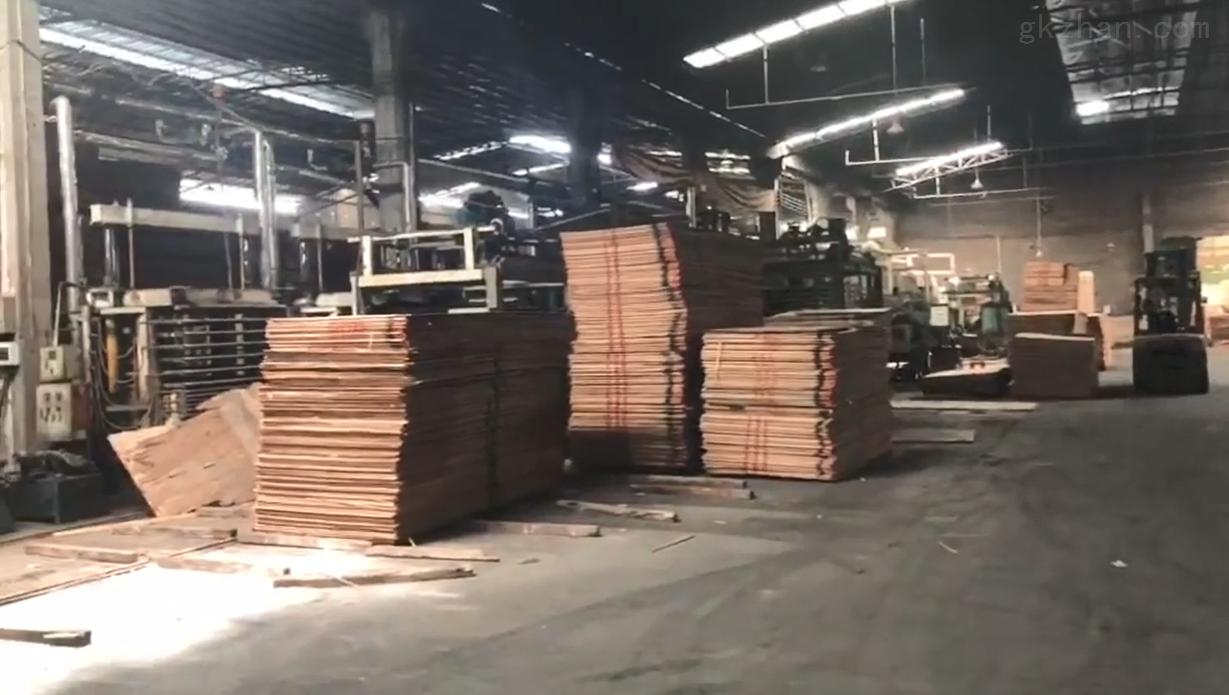 镜云木业衣柜橱柜家具大芯板生产车间