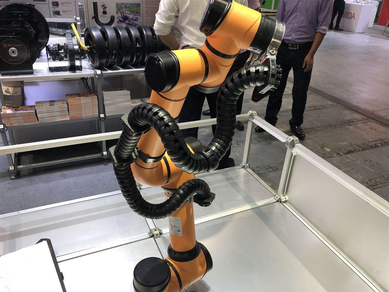 馬斯克:考慮建大學培養機器人編程人才,未來跨星際旅行將成為可能