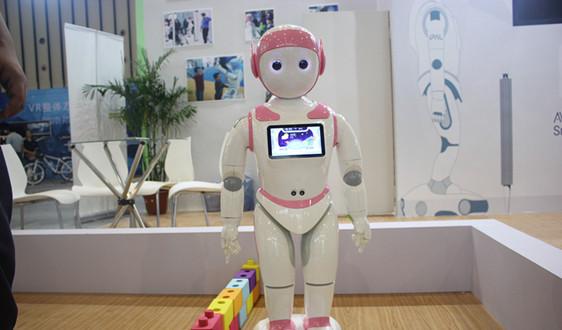 """护士减负+医院增效!医疗物流机器人成""""新宠"""""""