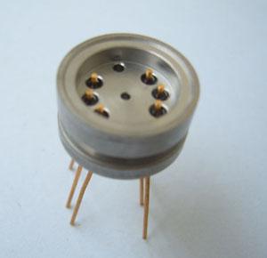 订货型号:KYF128-25-5  1、插座采用玻璃烧结结构 2、耐高温 350°、高密封 3、插针镀金、镀镍、镀银 4、绝缘电阻:250V、500MΩ 5、壳体表面喷砂或者哑光银灰色 6 适用于振动与加速度传感器连接器 7、参考标准:用户需求定制 8、接受用户定制特殊标准型号产品